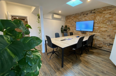 Flexible boardroom space