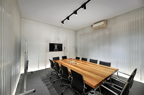 Bright and Spacious Boardroom