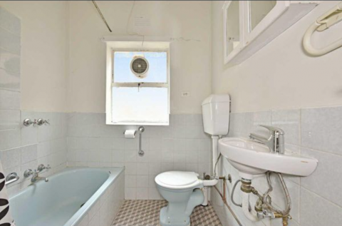 Bathroom (full use)
