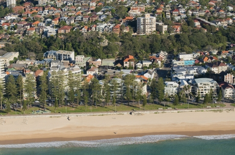 Steps away from Manly Beach!