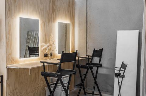 2 Makeup Stations