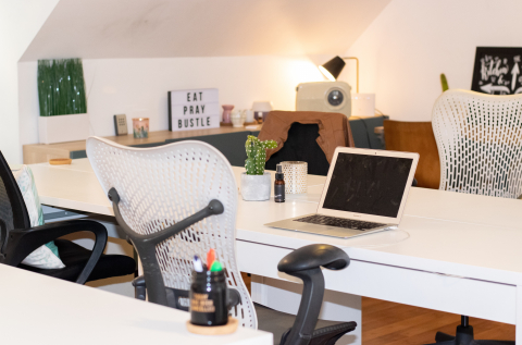 Hot desk room