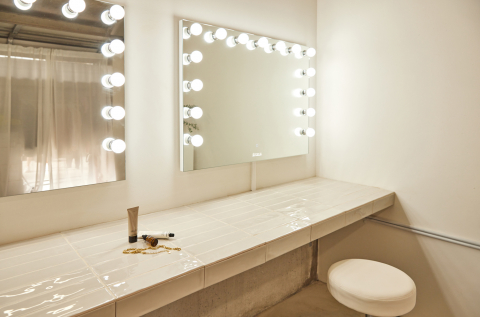 Glam room with tiled benches and Hollywood light mirrors