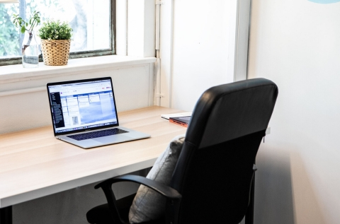 Windowfront Desk - Studio 9