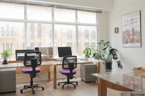 Light-filled with large desks