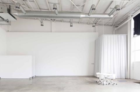 Large studio (makeup area)