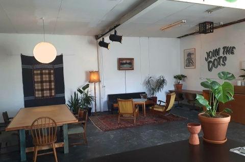 communal hang/meeting/workshop